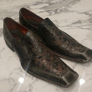 Men's distressed embossed loafers